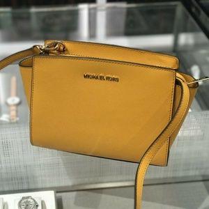 Michael Kors Selma MD Messenger Crossbody Bag